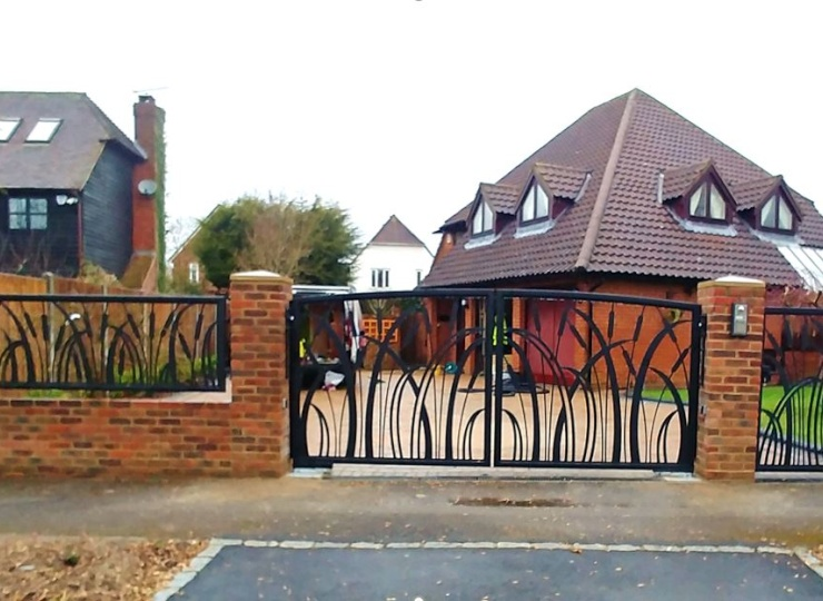 Bulrush Gates Blend Engineering and Design – With Beautiful Results